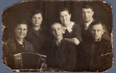 Проводы в армию Петра Голубева (в центре). 1939 г.