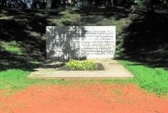 2. Памятник на братской могиле красногвардейцев в Тёмном саду в Нарве. 2010.
