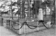 2. Харьюский уезд. Воинское захоронение № 4. Братская могила в Локса. Архивное фото.
